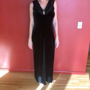 ROBBIE BEE Vintage Black Velvet like Pleated Dress